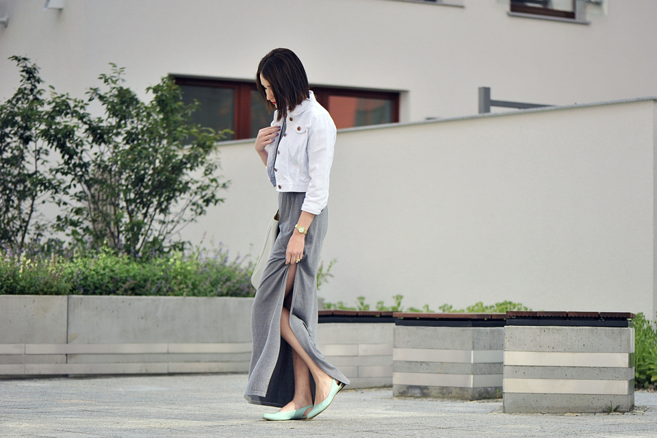 1-szara-dzianinowa-sukienka