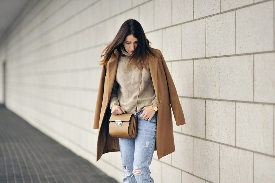 stylizacja-z-beżowym-płaszczem