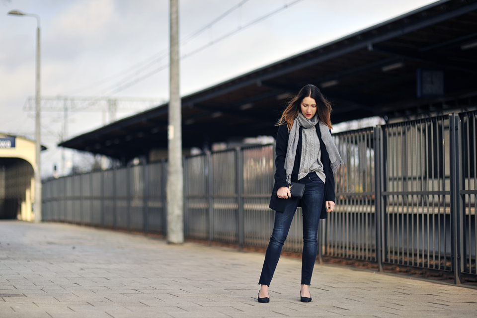 raw hem jeans outfit