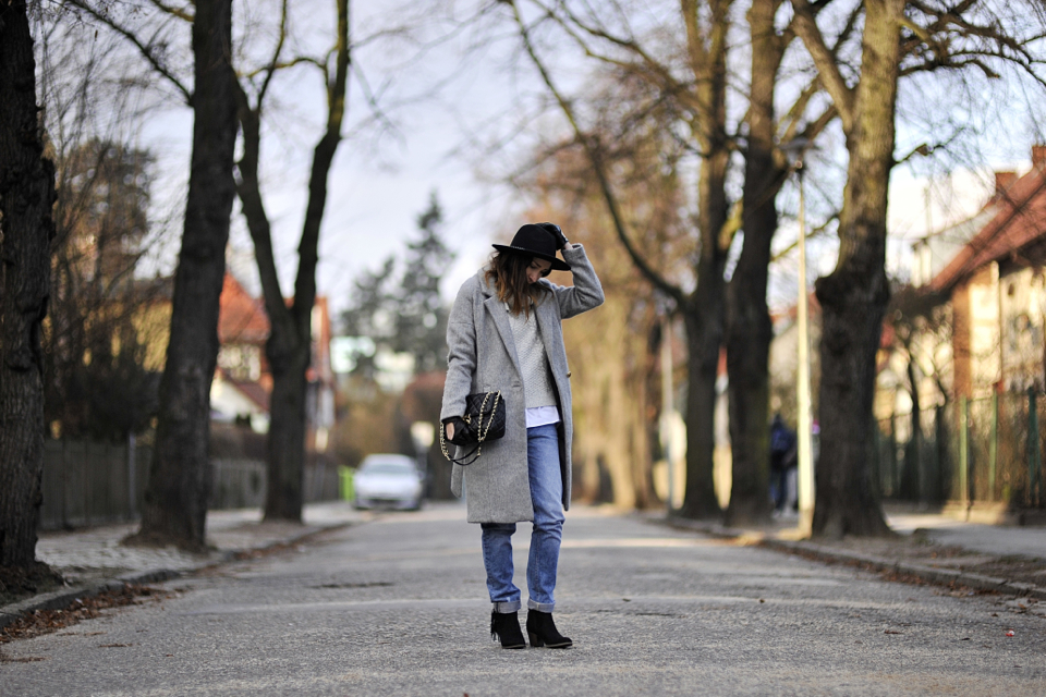 szary-płaszcz-stylizacja