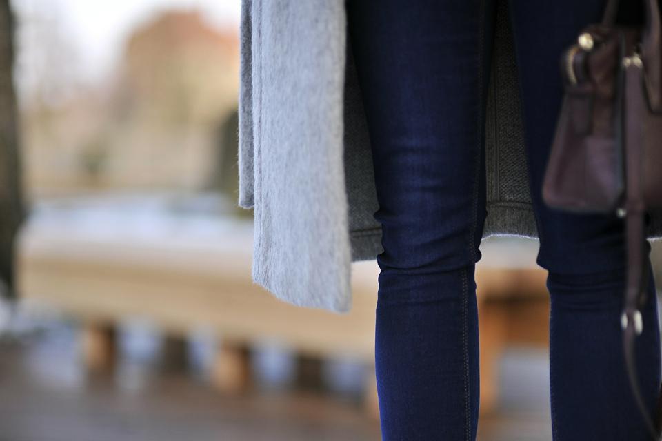 ciemne-jeansy-jak-nosić