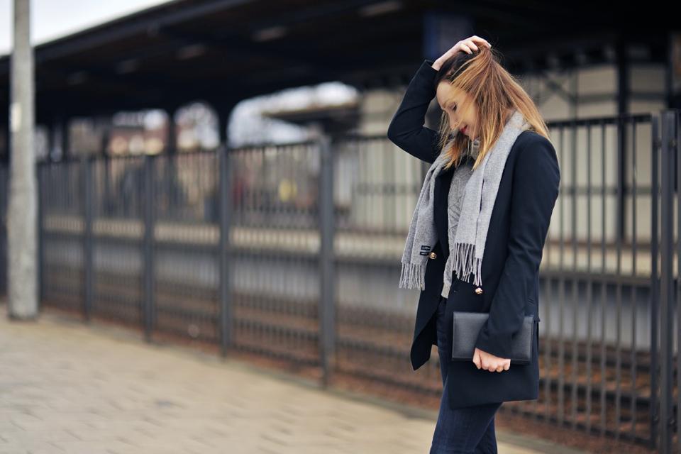 grey-scarf-street-style