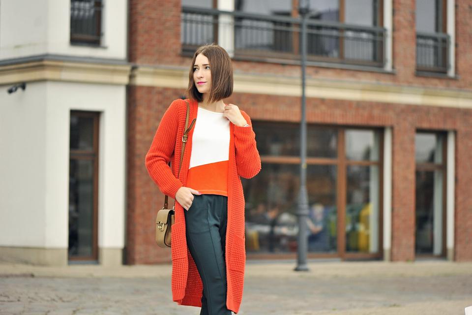 długi-sweter-do-czego-zakładać
