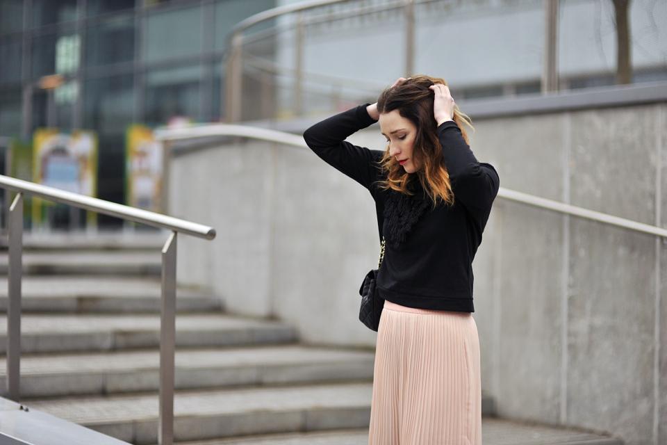 plisowana-spódnica-z-czym-nosić