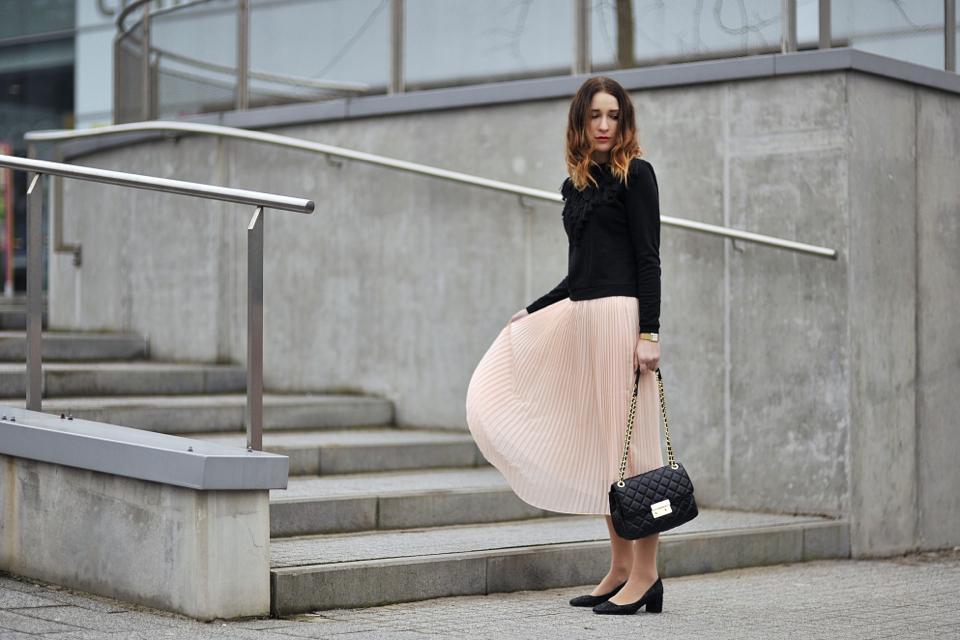 plisowana-spódnica-stylizacja