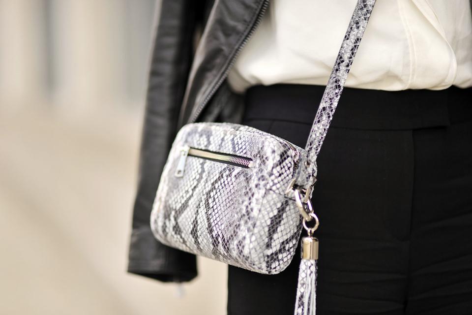 how-to-dress-like-a-businesswoman