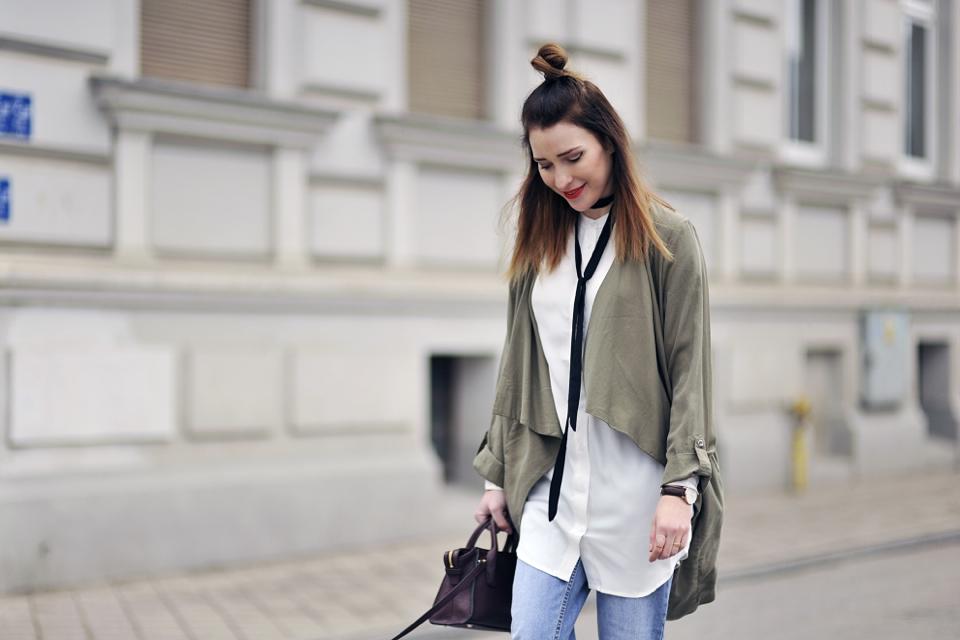 long-white-shirt-street-style
