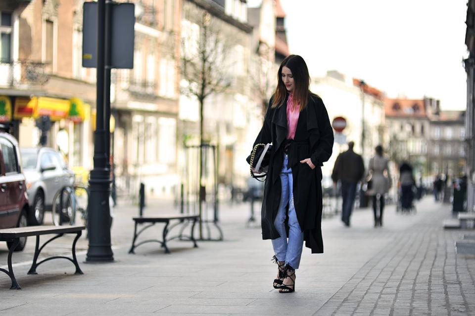 czarny-workowaty-płaszcz-stylizacja
