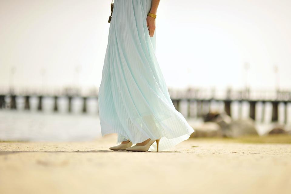 sukienka-maxi-plisowana-miętowa