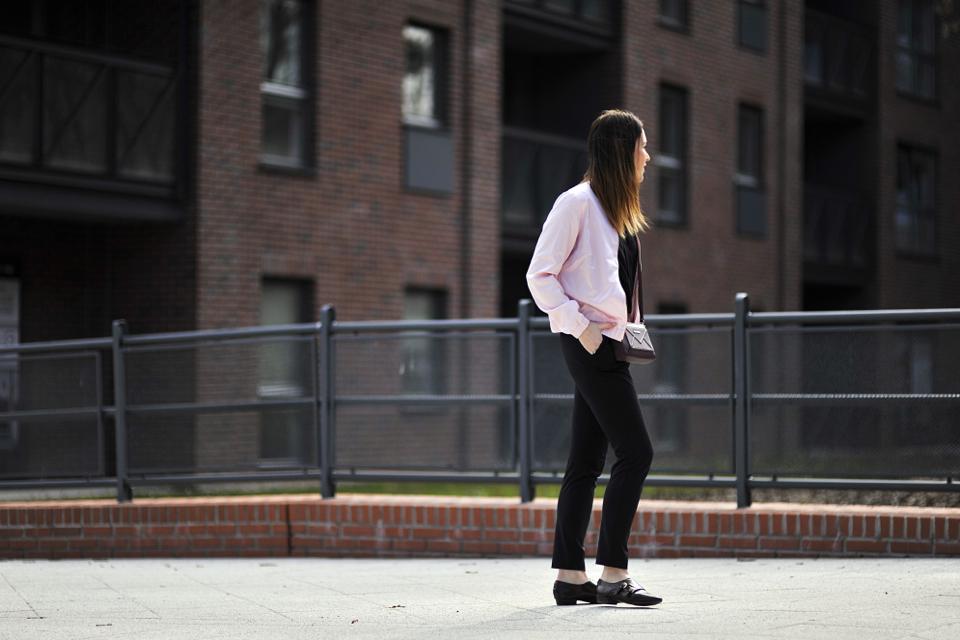 różowy-bomber-jacket-stylizacja