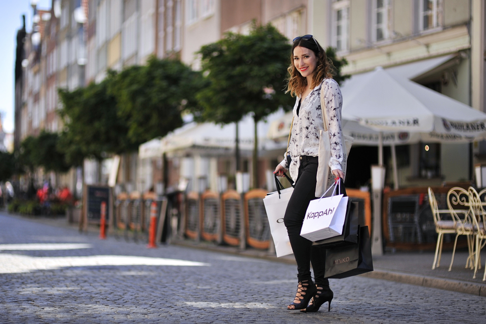 shopping-girl-with-bags
