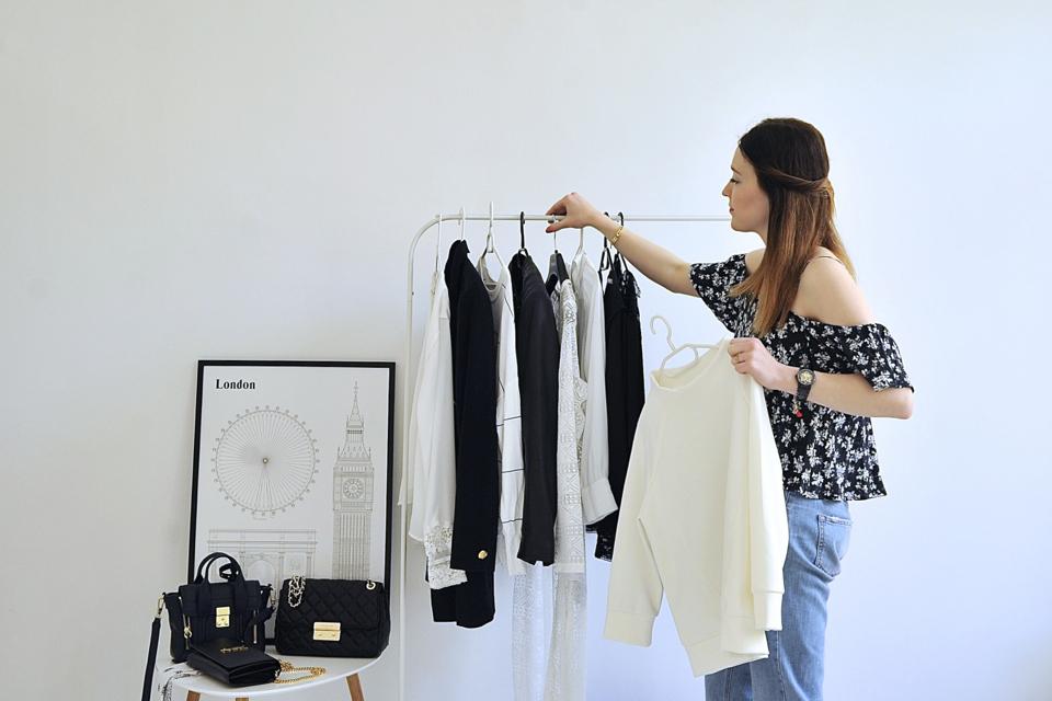 minimalist-wardrobe-scandinavian-inspiration