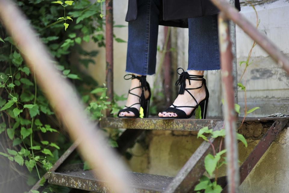 sandały-z-frędzlami
