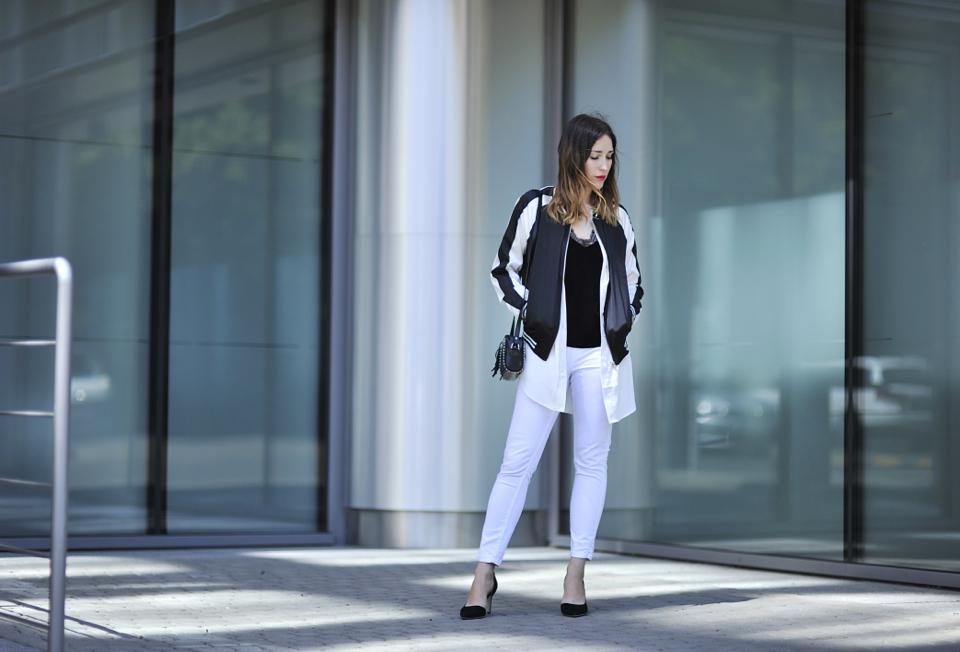 do-czego-zakładać-białe-spodnie