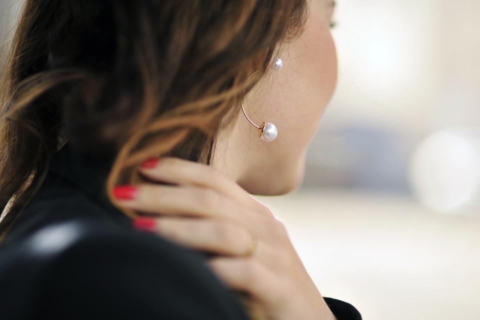 minimalistyczna-biżuteria-kolczyki-z-perłami