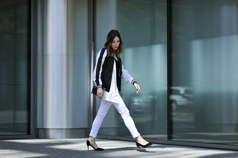 stylizacja-z-białymi-spodniami