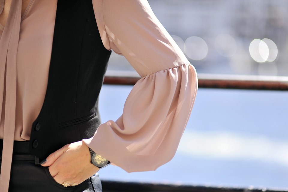 bell-sleeve-blouse-street-style
