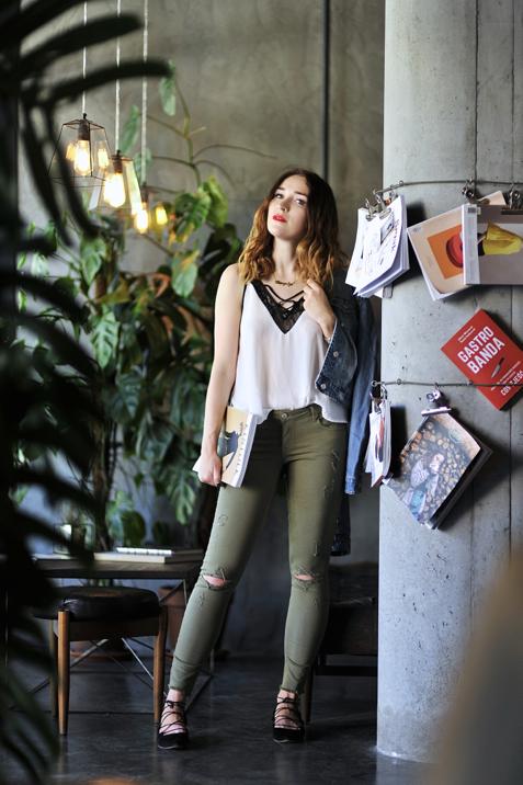 spodnie-khaki-stylizacja