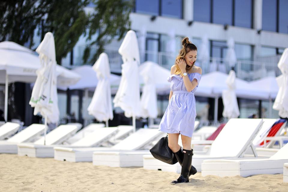 sukienka-bez-ramion-dekolt-carmen-stylizacja