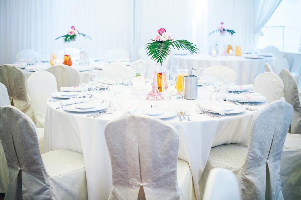 okrągłe-czy-prostokątne-jakie-stoły-wybrać-na-wesele