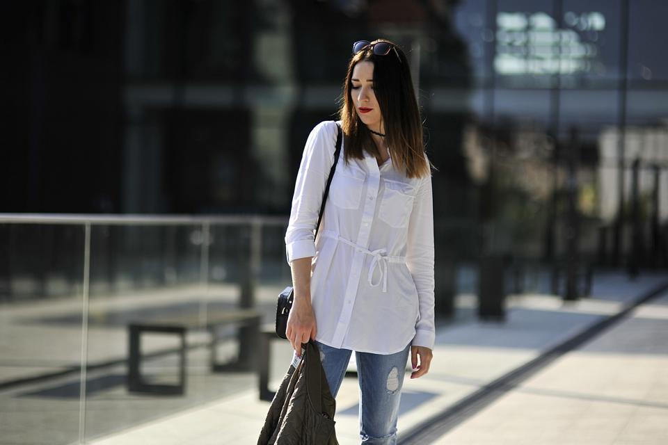 jak nosić jeansy