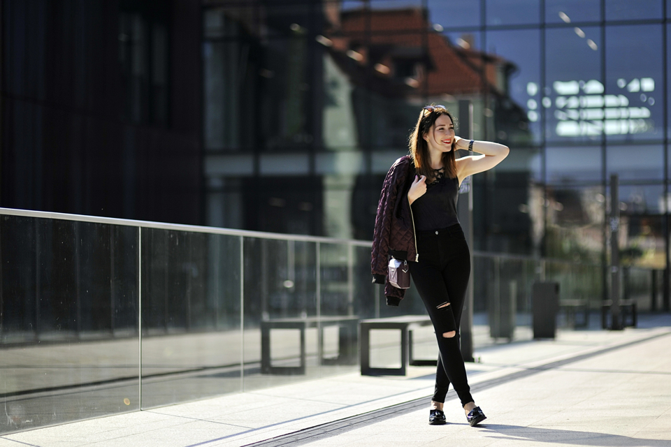 dziurawe-jeansy-stylizacje