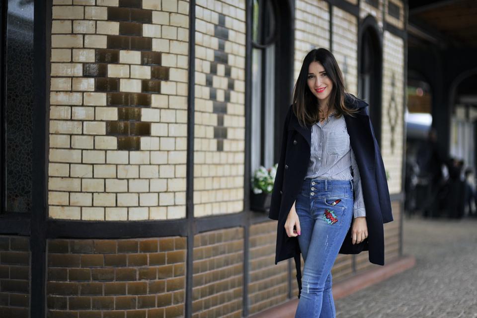 jeansy-z-naprasowankami-stylizacja