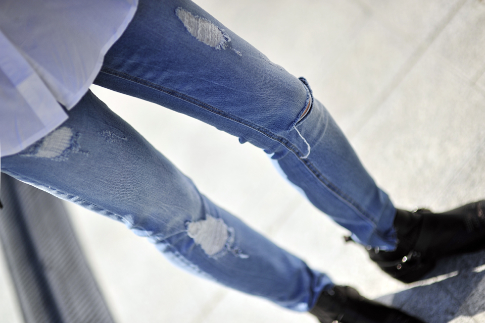 jak-nosić-jeansy-rurki