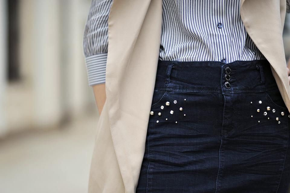 stylizacja-z-jeansową-spódnicą