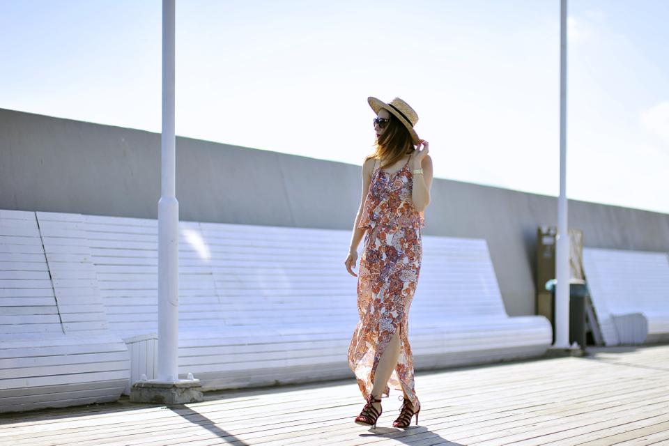 długa-sukienka-we-wzory-jak-nosić