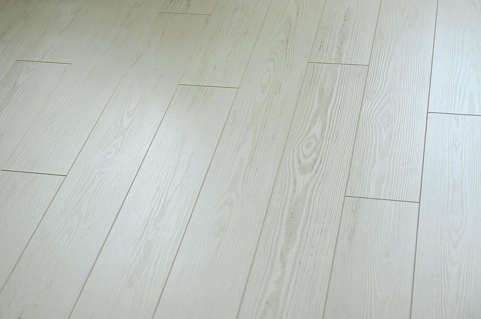 biała-podłoga-quick-step-eligna-perspective