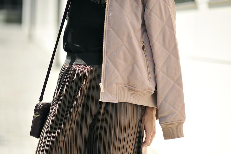 metallic-skirt-outfit
