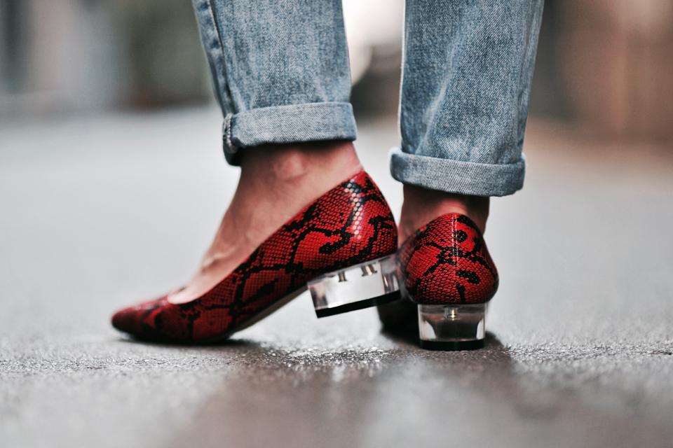 buty-w-wężowy-wzór-stylizacja