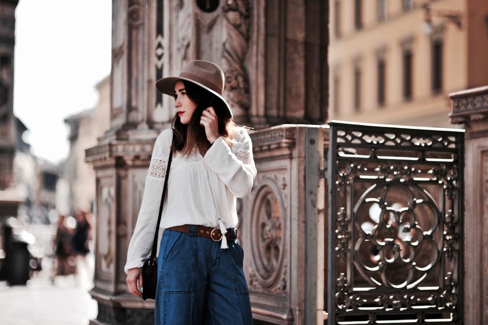 biała-bluzka-z-koronką-stylizacja