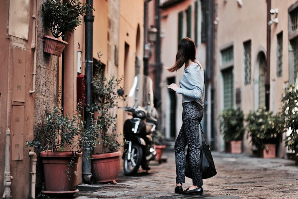 spodnie-we-wzory-jak-nosić