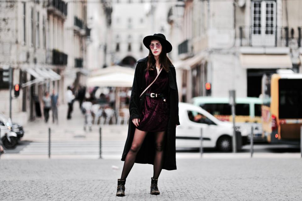 aksamitna-sukienka-stylizacje-jak-nosić