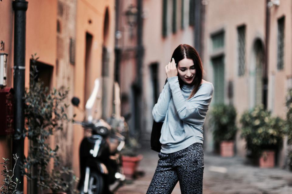 z-czym-nosić-wzorzyste-spodnie