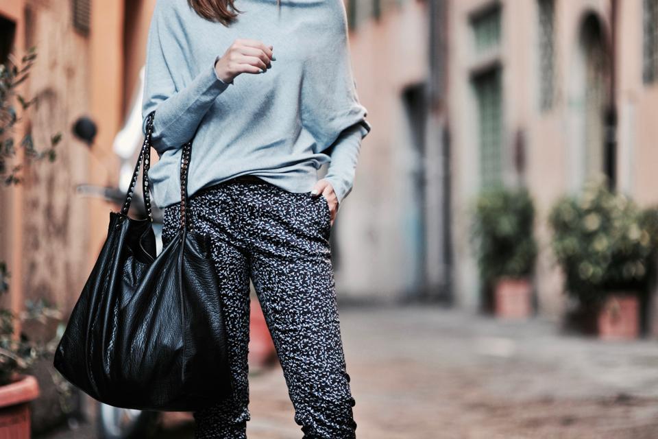 do-czego-nosić-spodnie-we-wzory