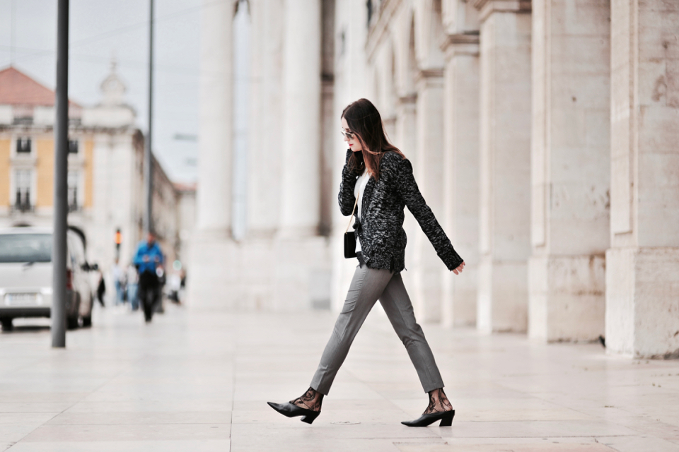 grey-pants-outfit-ideas