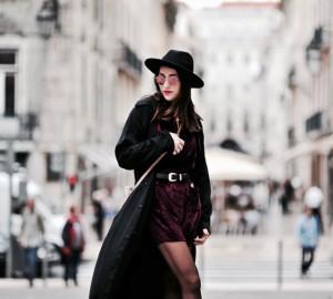 welurowa-aksamitna-sukienka-stylizacje-do-czego-nosić