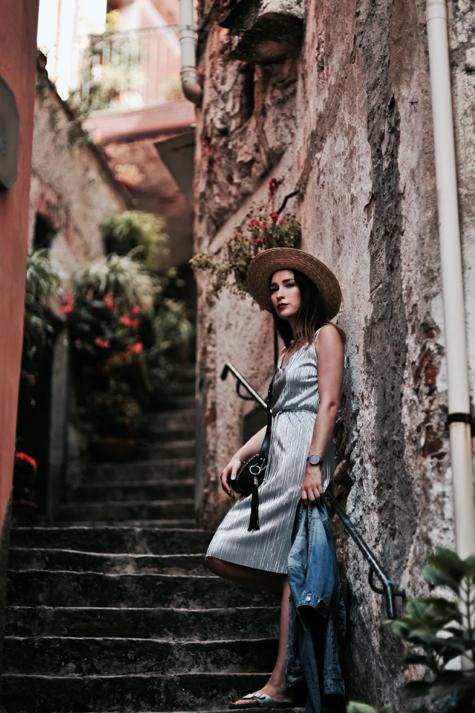 how-to-wear-silver-dress