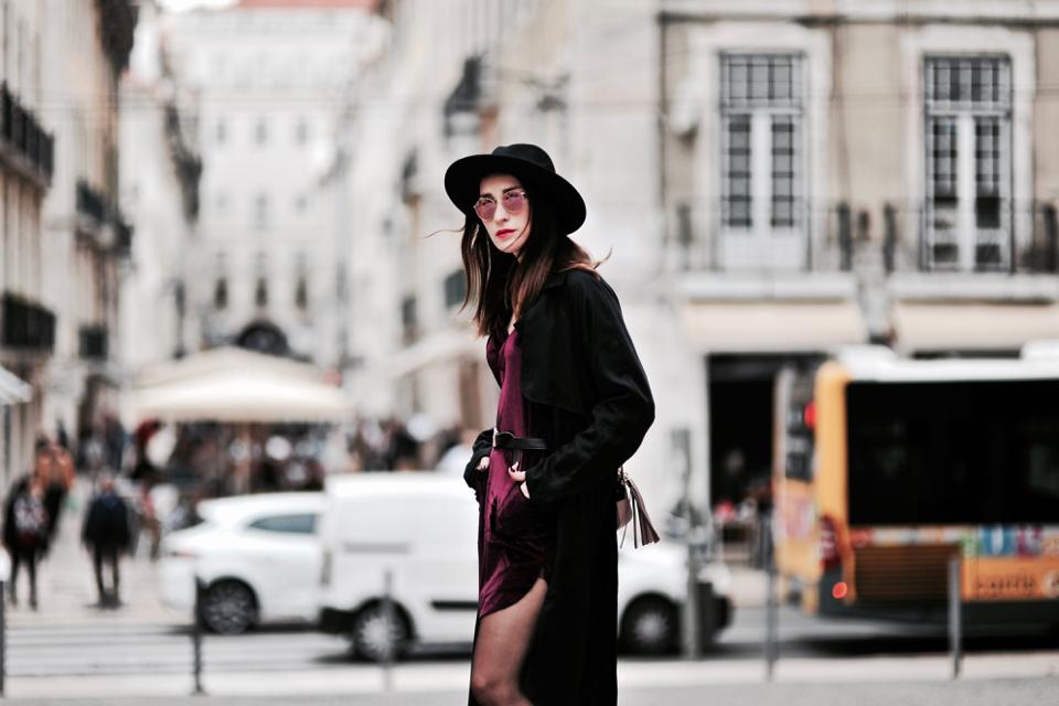 velvet-trend-outfit-ideas-street-fashion