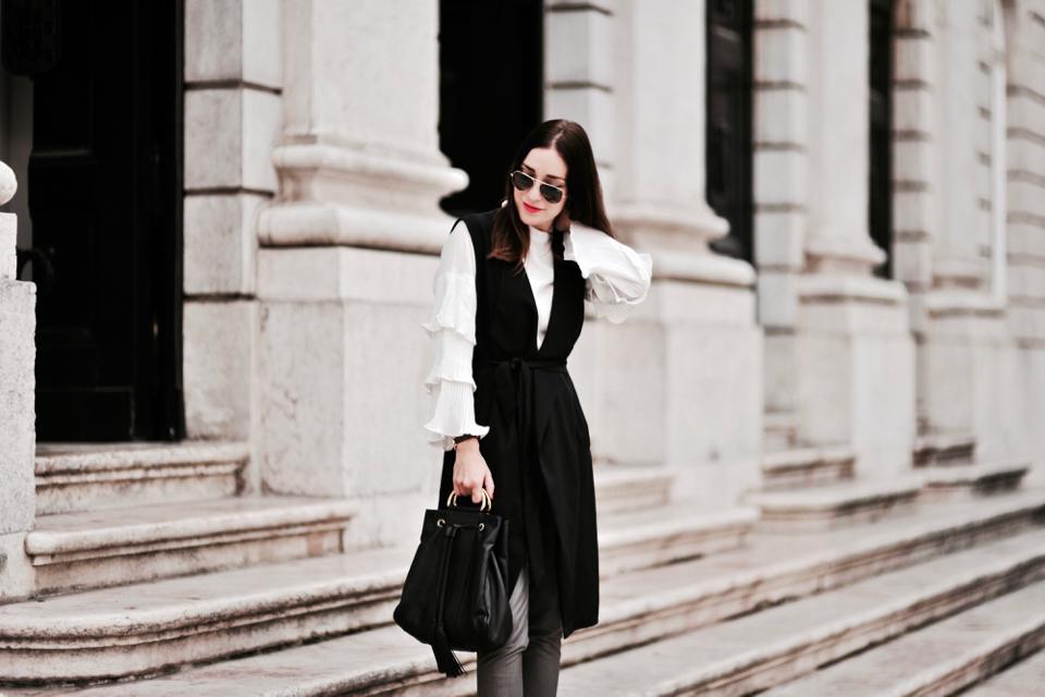 bell sleeve street style