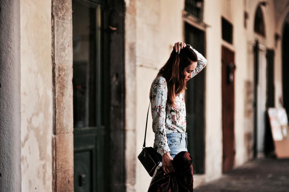 koszula-w-kwiaty-jak-nosić