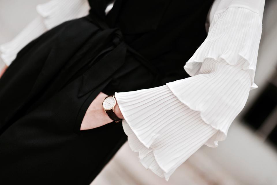 bluzka-z-dzwonkowymi-rękawami-stylizacja