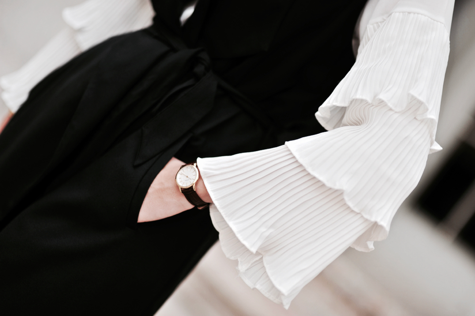 flared-sleeve-outfit