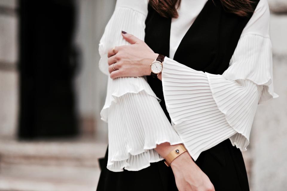 koszula-z-dzwonkowatymi-rękwawami-stylizacja