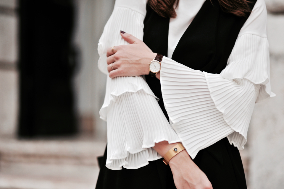 outfit-idea-with-shirt-with-flared-sleeves