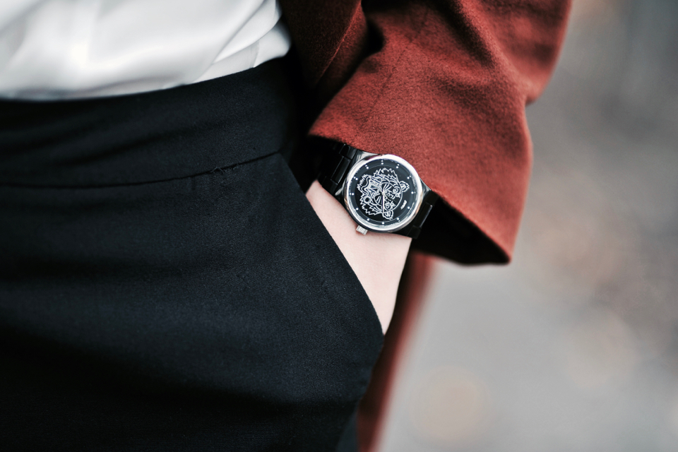 black-kenzo-watch-with-tiger-head