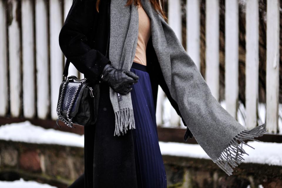 czarny płaszcz stylizacja